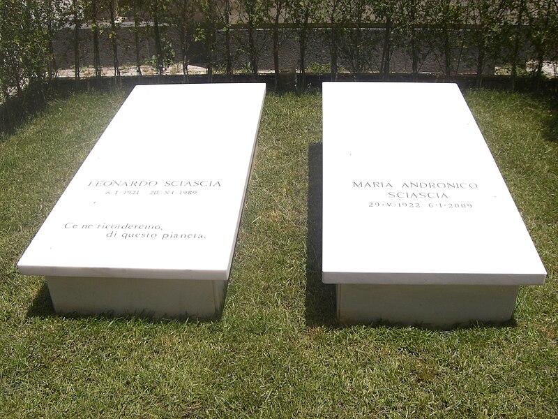 File:Sciascia's tombstone in Racalmuto.JPG