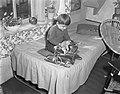 Serie jongetje in zelfbedieningswinkel, Bestanddeelnr 907-4161.jpg