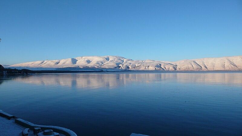external image 800px-Sevan_lake_winter.jpg