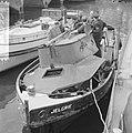 Sleepboot uit elkaar geploft aan de binnenkant te Amsterdam de Jelgrie waarvan, Bestanddeelnr 917-6993.jpg