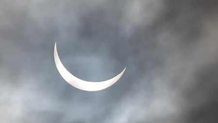 File:Solar eclipse of 2015 March 20 in England.webm