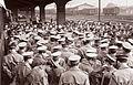 Sprejem gojencev sanitetne častniške šole na mariborski železniški postaji 1960.jpg