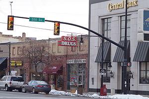 Springville, Utah - Image: Springville Utah Main Street Bank and SOS Drug