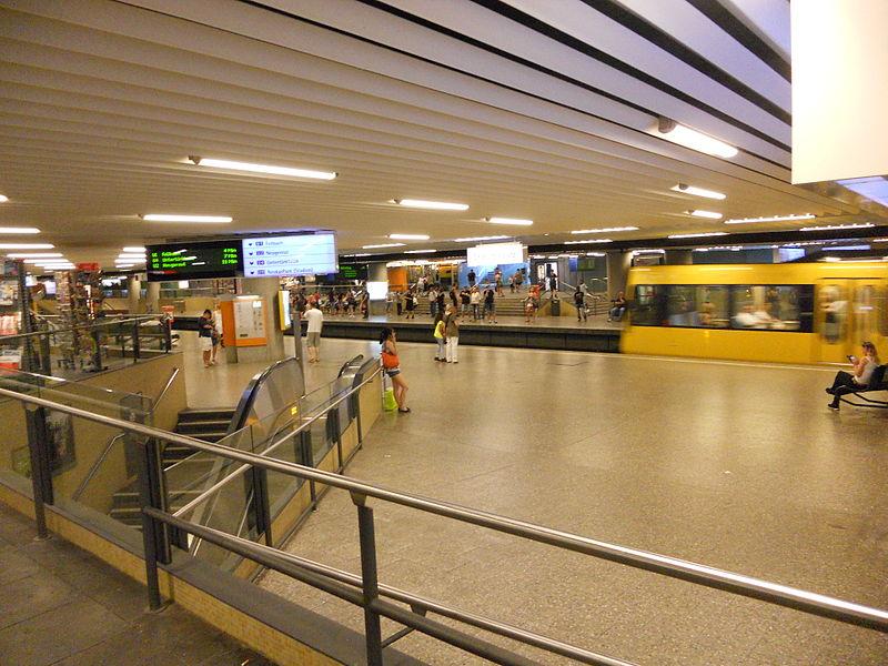 File:Stadtbahn Charlottenplatz Stuttgart.JPG