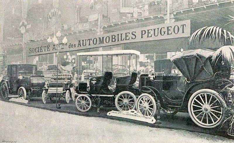 File stand peugeot au salon de l 39 automobile de paris for Salon de l invention paris