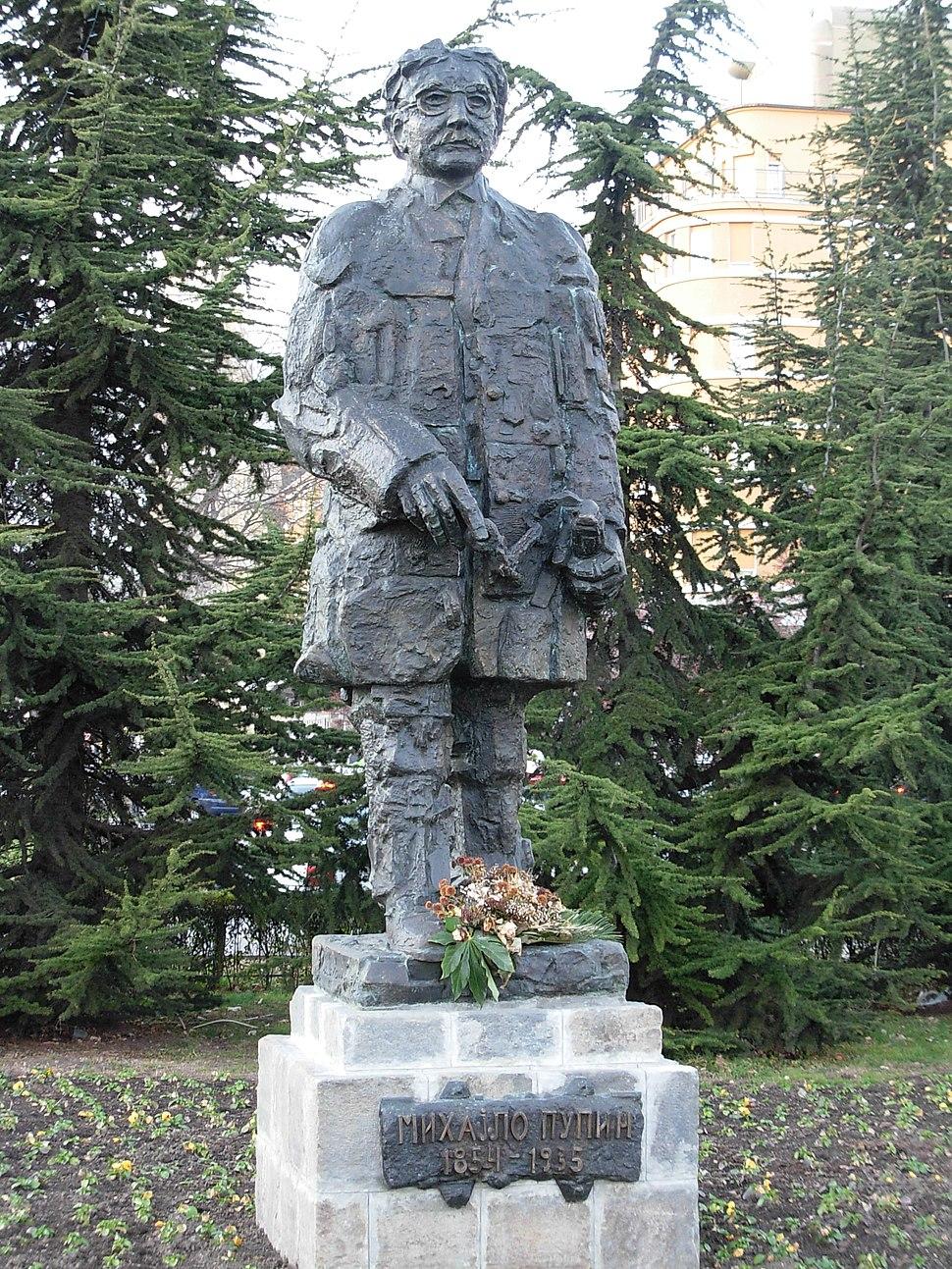Statua Mihajla Pupina u Novom Sadu