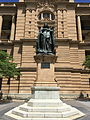 Statue of Queen Victoria, Brisbane in Feb 2015 02.JPG