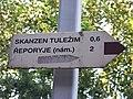 Stodůlky, hnědá turistická směrovka směr Tuležim.jpg