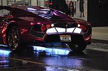 La voiture du Joker, une Infiniti G35 avec un kit de carrosserie Vaydor