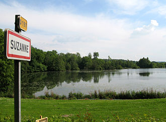 Suzanne, Somme - The lake and entrance sign to Suzanne