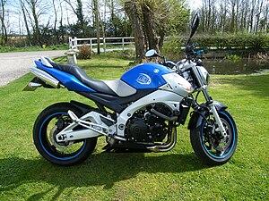 Suzuki Gsx S  O Yamaha Mt