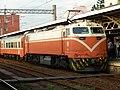 TRA E417 with Chu-Kuang Express coaches at Chiayi Station 20070704.jpg
