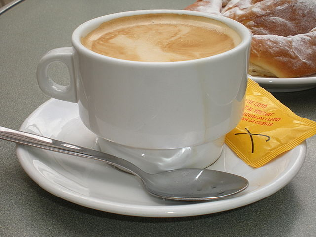 Amigos...-http://upload.wikimedia.org/wikipedia/commons/thumb/2/2d/Taza_de_caf%C3%A9_con_leche.jpg/640px-Taza_de_caf%C3%A9_con_leche.jpg