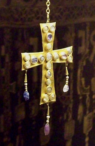 Cross of the Angels - Visigothic votive cross of the Treasure of Guarrazar, made of gold, precious stones, nacre and glass (7th century).
