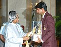 The President Dr. A.P.J. Abdul Kalam presenting the Arjuna Award for the year 2004 to Shri Jyotinder Singh Randhawa for Golf at a glittering function in New Delhi on August 29, 2005.jpg