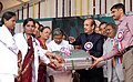 The Union Minister for Health and Family Welfare, Shri Ghulam Nabi Azad distributing the medical kits to doctors, in the presence of the Chief Minister of Karnataka, Shri K. Siddaramaiah, at Bangalore on January 20, 2014.jpg
