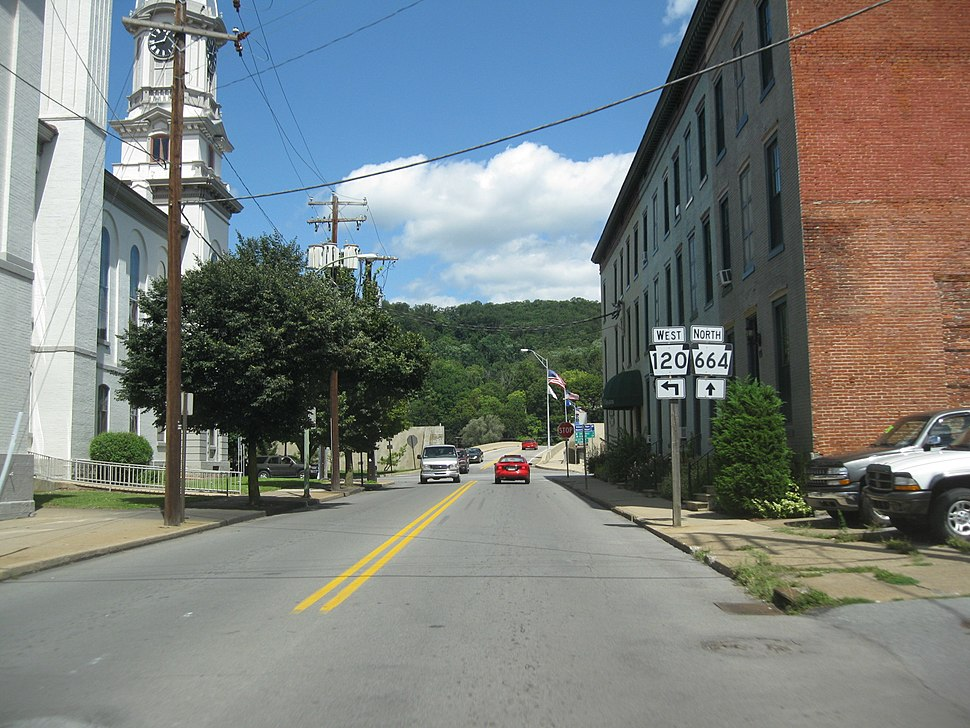 The southern terminus of PA 664