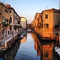 The sun sets over the canals of Venice. (7421318852).jpg
