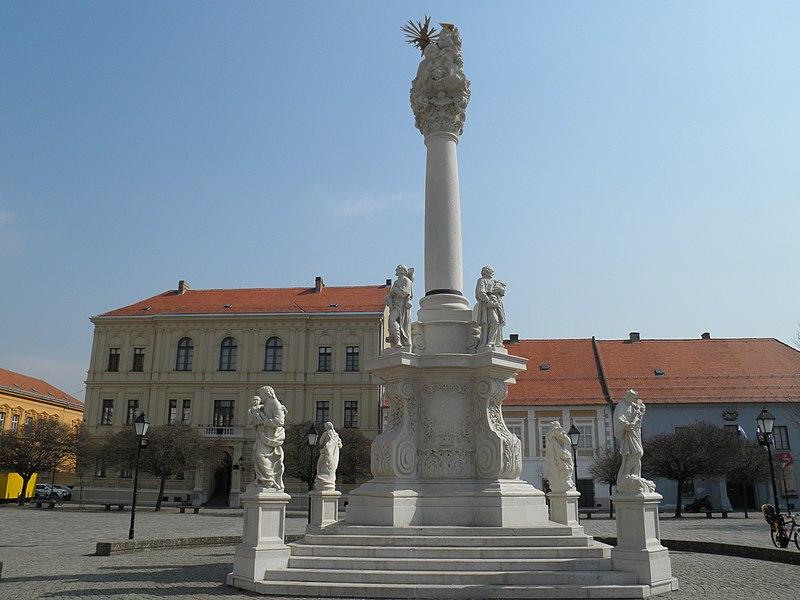 Trg Svetog Trojstva - panoramio (1).jpg
