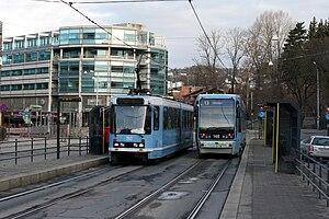 Thune (station) - Thune station with Møller Skøyen in the background.