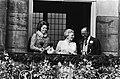 Troonswisseling 30 april , na abdicatie verschenen Beatrix en Juliana op balkon , Bestanddeelnr 930-8009.jpg