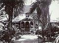 Tropenmuseum Royal Tropical Institute Objectnumber 60006422 Een woonhuis op de rietsuikerplantage.jpg