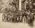 Tropenmuseum Royal Tropical Institute Objectnumber 60012321 Portret van een groep feestelijk uitg.jpg