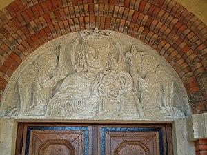 Tympan du portail principal de l'église Saint Louis de Rouvroy.JPG