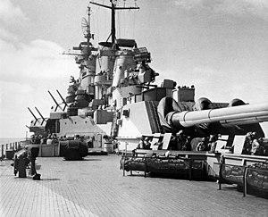 USS Missouri (BB-63) radars 1944.jpeg