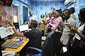 Un groupe de jeunes étudiants en journalisme visitant la Radio Okapi. (16330809280).jpg