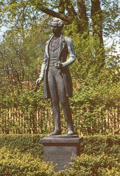 File:Uppsala Prins Gustaf-staty det2.jpg