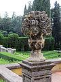Villa schifanoia, giardino, prima terrazza, decorazione in pietra 02.JPG