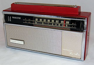 File:Vintage Channel Master 14-Transistor Two-Band (AM-FM) Radio, Model  6518, Made in Japan, Red Plastic & Chrome, Circa 1960 (8504806163).jpg -  Wikimedia Commons