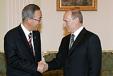 Ban Ki-moon con il presidente russo Vladimir Putin a Mosca il 9 aprile 2008.