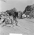 Watersnoodramp 1953. Koningin Juliana bezoekt Nieuw-Vossemeer, Bestanddeelnr 905-6099.jpg