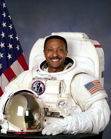Astronaut Winston E. Scott, NASA photo Source: Wikipedia (spaceflight.nasa.gov killed 25 Feb 2021) 384px-Winston_scott.jpg