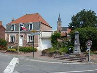 Wittes (Pas-de-Calais, Fr) mairie et monument aux morts.JPG