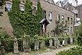 Zicht op de begraafplaats, naast de tuin, met achterliggende muur - Rotterdam - 20399717 - RCE.jpg