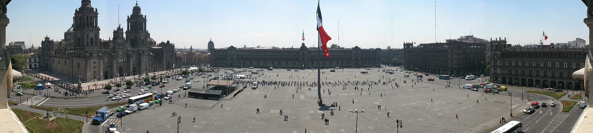1920px-Zocalo_Panorama_seen_from_rooftop_restaurant.jpg