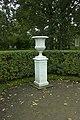 Ваза 1 восточная сторона ворот Верхнего сада.jpg