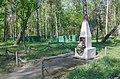 Група (приблизно 30) могил радянських воїнів.jpg