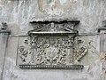 Замок Даниловичів герб на стіні.JPG