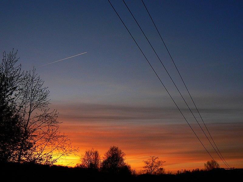 File:И перерезали всё небо провода... - panoramio.jpg