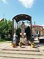 Капличка біля церкви Різдва Пресвятої Богородиці.jpg