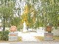 Муровані Курилівц Братська могила 153 воїнів радянської Армії, загиблих при звільненні селища.jpg