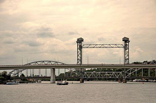 Темерни́цкий ( Си́верский) автомобильный и разводной железнодорожный мосты через реку Дон в городе Ростов-на-Дону