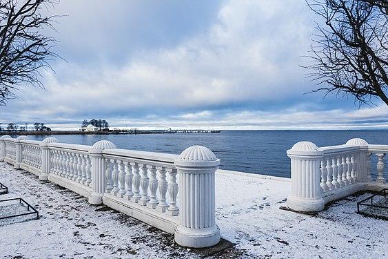 Финский залив в Петергофе.jpg