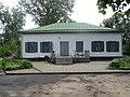 Флігель Чехова в маєтку Лука (парковий фасад).jpg