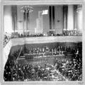 הקונגרס הציוני השני בבזל ( 1898 ) מבט על במת הנשיאות וחלקי האולם הרצל נואם את -PHG-1001313.png