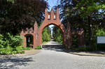 032 gate of Südfriedhof.png